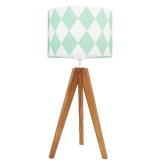 Lampa z drewnianą podstawą i abażurem w miętowe romby