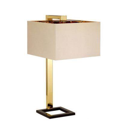 Lampa z jasnym abażurem na złotej podstawie do sypialni