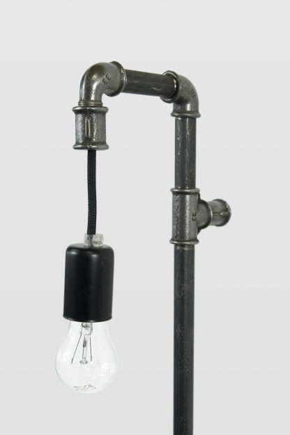 lampa z rurek stalowych - industrialna
