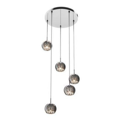 lampa z wiszących szklanych i srebrnych kul na okręgu