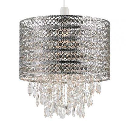 Lampa ze srebrnym kloszem i wisiorkami do salonu