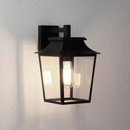 lampa zewnętrzna klasyczna na ganek domu jednorodzinnego