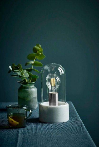 lampka dekoracyjna do małego stolika w salonie - jak słoik