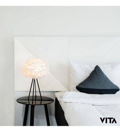 lampka nocna trójnóg z piórami do hotelu