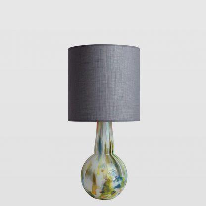 lampka szklana z szarym abazurem okragłym - do salonu nowoczesnego