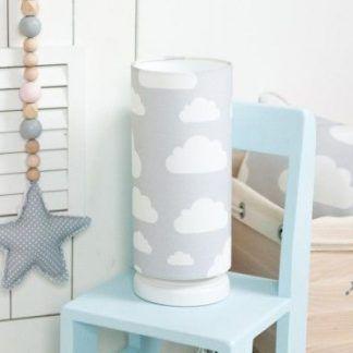 Lampka z szarym abażurem w białe chmurki