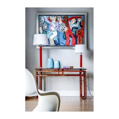 lampy stołowe na kredensie drewnianym - czerwono białe