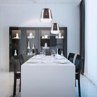 lampy wiszące bańki nad stołem do ciemnych mebli