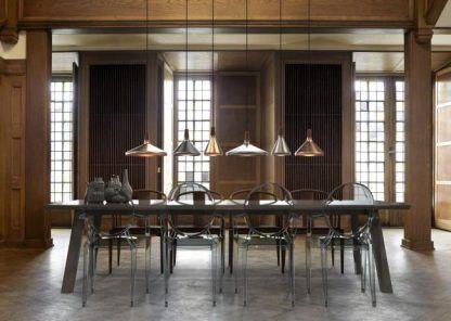 lampy wiszące nad długi stół w jadalni - srebrne