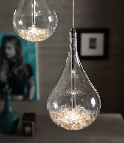 lampy wiszące w kształcie kropel w kulkami w środku