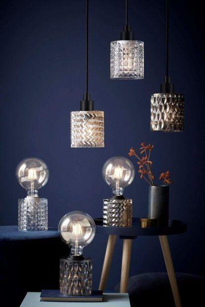 Lampy z fakturowanego szkła granatowy salon
