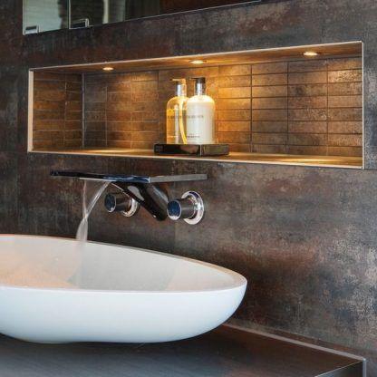 łazienkowe oczko wpuszczane w ścianę aranżacja