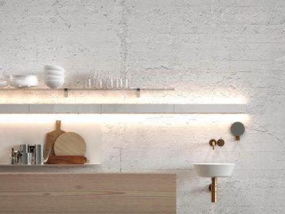 ledowe oświetlenie w kuchni nad blatem - ściany betonowe