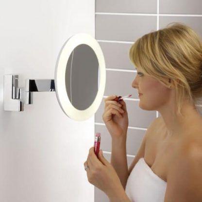 lustro do makijażu z oświetleniem - łazienkowy kinkiet