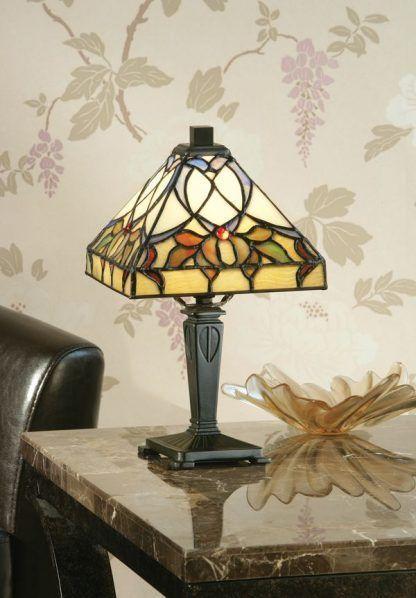 witrażowa lampa stołowa do salonu