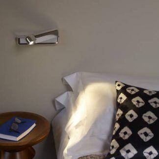 mały srebrny reflektor do czytania sypialnia