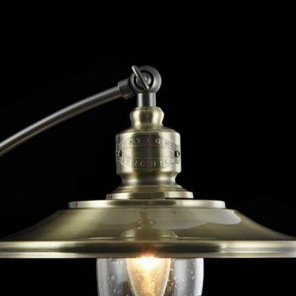 metalowa lampa stołowa z regulowanym kloszem