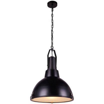 Metalowa lampa wisząca w czarnym kolorze do kuchni