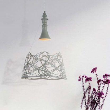 metalowa lampa wisząca z ażurowym kloszem szara