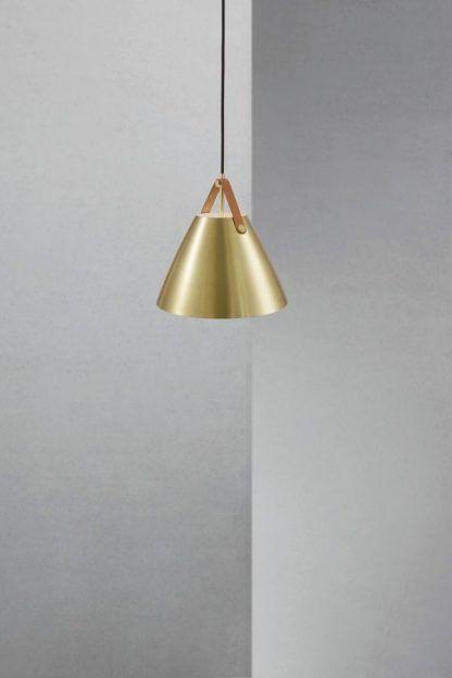 metalowa lampa wisząca złota do salonu