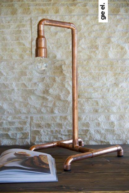 miedziana lampa stołowa z rurek do żarówki edisona