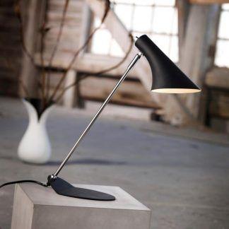 Minimalistyczna czarna lampa biurkowa