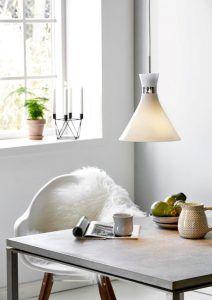 mleczna szklana lampa wisząca aranżacja jadalnia