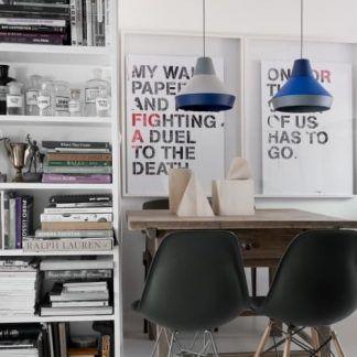 niebieskie lampy wiszące nad stół do biura lub pracowni
