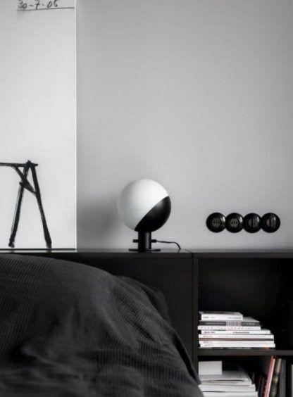 nieduża lampa stołowa do sypialni aranżacja
