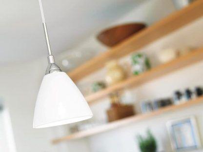 nieduża lampa wisząca biały klosz do kuchni