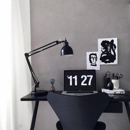 nowoczesna lampa biurkowa czarna do czarnych mebli