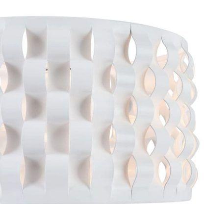 nowoczesna lampa stołowa z ażurowym kloszem