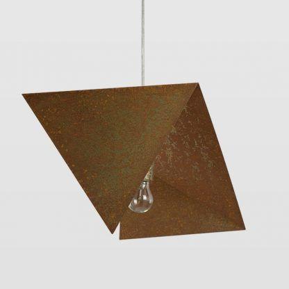nowoczesna lampa wisząca z zardzewiałym kloszem