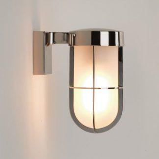 nowoczesna srebrna lampa ścienna zewnętrzna - kinkiet elewacja