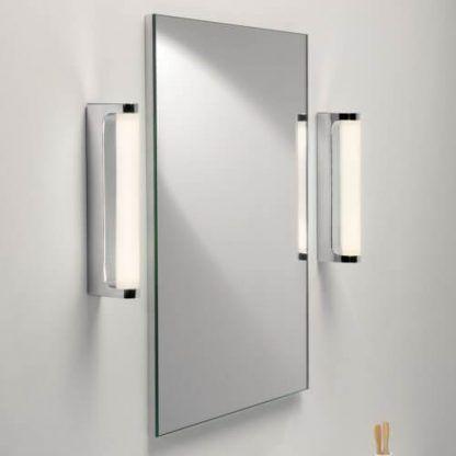 nowoczesne kinkiety oświetlenie lustra aranżacja
