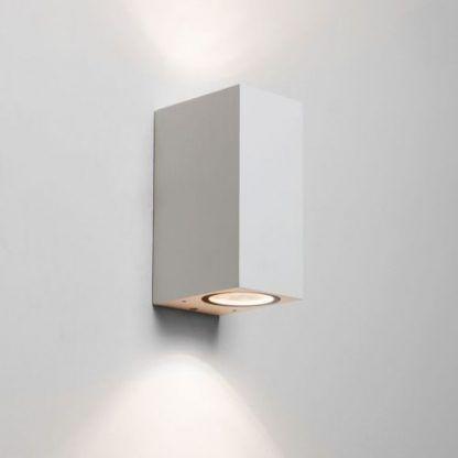 nowoczesny geometryczny kinkiet na ścianę w korytarzu