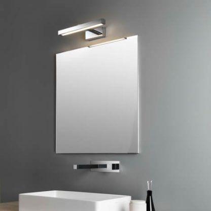 nowoczesny kinkiet do oświetlenia lustra aranżacja