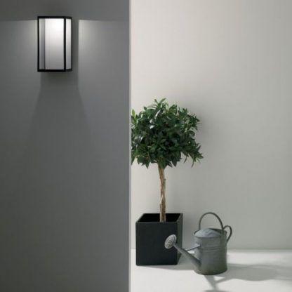 nowoczesny kinkiet na ścianę zewnętrzną domu - czarny