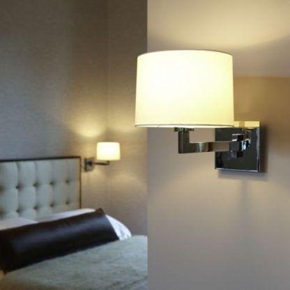 nowoczesny kinkiet polerowany - biały abażur w sypialni