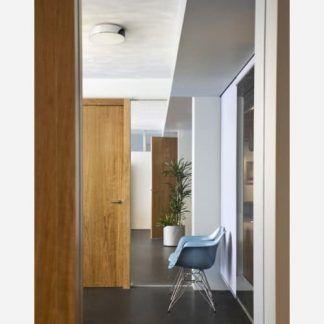 nowoczesny plafon do drewnianych wykończeń i drzwi