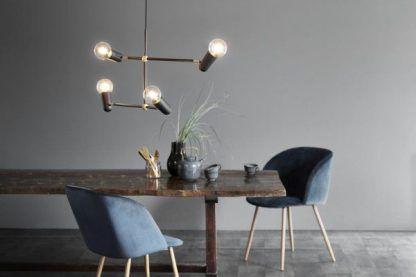 nowoczesny żyrandol nad stół - wiszące żarówki w jadalni