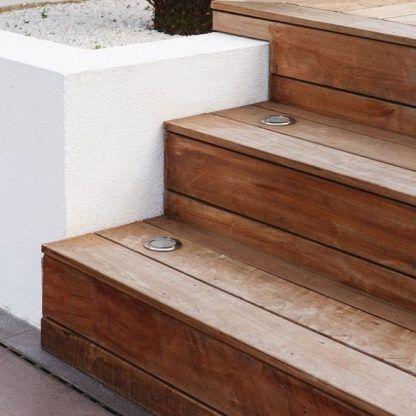 oczka led na schody - wbudowane drewniane