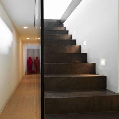 oczka nowoczesne do oświetlenia schodów brazowych