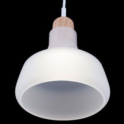 Okrągły biały klosz w lampie do kuchni szklany