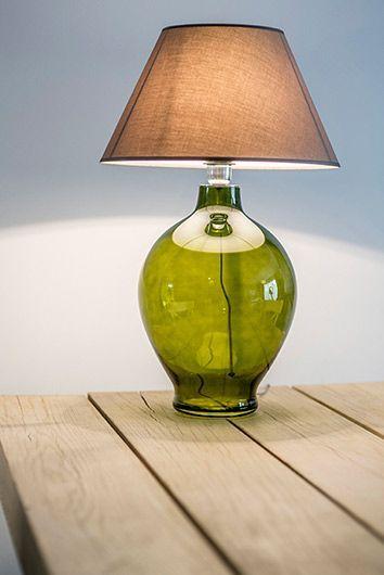 oliwkowa lampa szklana stojąca z abażurem do drewna