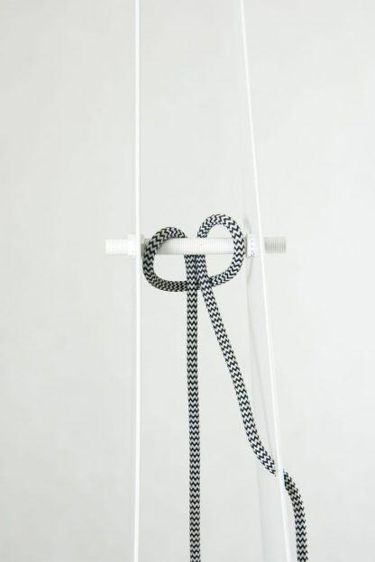 Oryginalne zawieszenie żarówki w lampie origami salon