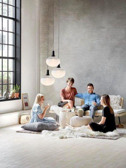 owalna szklana lampa wisząca do salonu scandi