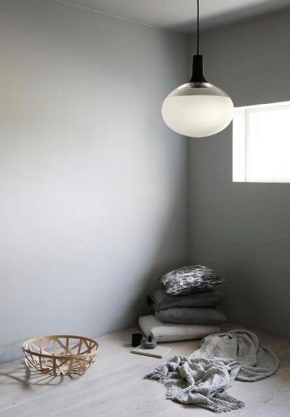owalna szklana lampa wisząca do sypialni