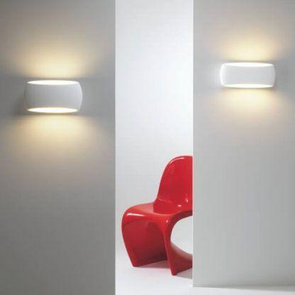 owalny biały kinkiet do dekoracyjnego światła