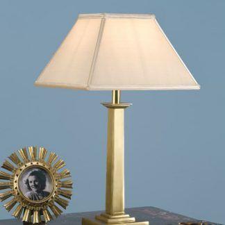 pelham złota lampa stołowa na marmurowym blacie